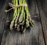 Mazzo di asparago fresco Fotografie Stock Libere da Diritti