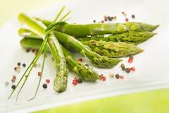 Mazzo di asparago su una zolla Immagine Stock Libera da Diritti