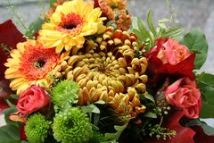 Mazzo di autunno con il genere differente di fiori e di colori Immagini Stock Libere da Diritti