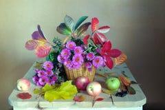 Mazzo di autunno su un fondo variopinto fotografie stock libere da diritti