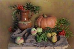 Mazzo di autunno su un fondo variopinto fotografie stock