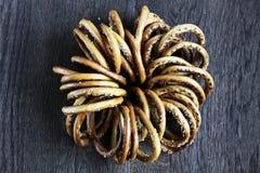 Mazzo di bagel con sesamo sulla tavola di legno fotografia stock