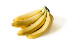 Mazzo di banane mature fresche isolate su bianco Fotografia Stock