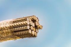 Mazzo di barre di rinforzo d'acciaio di un profilo periodico fotografie stock libere da diritti