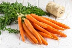 Mazzo di carote fresche, raccolto di estate fotografie stock