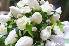 Mazzo di cerimonia nuziale dei fiori bianchi Fotografia Stock