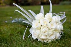 Mazzo di cerimonia nuziale delle rose bianche Fotografia Stock