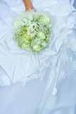 Mazzo di cerimonia nuziale in una mano Fotografia Stock Libera da Diritti