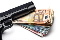 Mazzo di euro banconote con una pistola Fotografie Stock Libere da Diritti