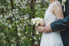 Mazzo di fiori in mani 1286 Immagine Stock