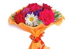 Mazzo di fiori: rose, aster, camomiles su un fondo bianco Immagini Stock Libere da Diritti