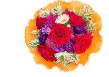 Mazzo di fiori: rose, aster, camomiles su un fondo bianco Fotografia Stock Libera da Diritti