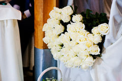 Mazzo di fiori, un mazzo di 101 rosa bianca Fotografia Stock