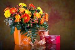 Mazzo di gerberas e di rose Fotografia Stock