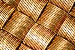Mazzo di monete dorate fotografia stock