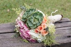 Mazzo di nozze per la sposa il suo giorno speciale immagini stock