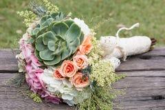 Mazzo di nozze per la sposa il suo giorno speciale fotografie stock