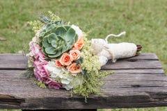 Mazzo di nozze per la sposa il suo giorno speciale immagini stock libere da diritti