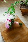 Mazzo di nozze su struttura di legno Fotografia Stock Libera da Diritti