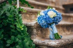 Mazzo di nozze su un fondo di pietra Immagine Stock Libera da Diritti