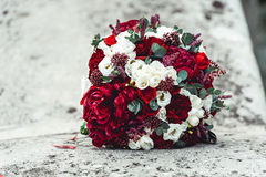 Mazzo di nozze su una pietra Immagine Stock