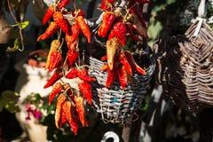 Mazzo di peperoni di peperoncino rosso rosso Immagini Stock
