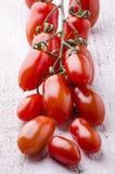Mazzo di pomodori maturi di San Marzano immagine stock
