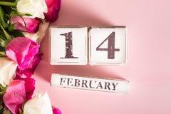 Mazzo di rose bianche e rosa per il giorno di biglietti di S. Valentino della st fotografia stock libera da diritti
