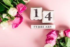 Mazzo di rose bianche e rosa per il giorno di biglietti di S. Valentino della st immagine stock libera da diritti
