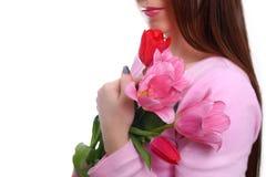 Mazzo di tulipani in mani del ` s della donna 8 marzo Isolato su bianco Immagini Stock
