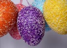 Mazzo di uova di Pasqua di plastica ansimate colourful Immagini Stock