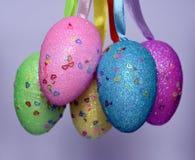 Mazzo di uova di Pasqua di plastica ansimate colourful Fotografie Stock