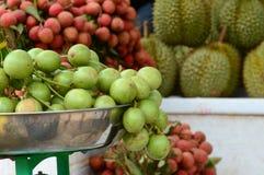 Mazzo di uva birmana al mercato nel delta del Mekong Immagine Stock