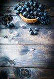 Mazzo di uva nera Fotografie Stock