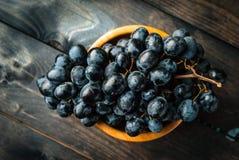 Mazzo di uva nera Immagini Stock
