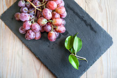Mazzo di uva rossa Immagini Stock Libere da Diritti