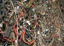Mazzo di vecchi cavi e funi dell'automobile immagine stock