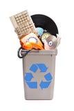 Mazzo di vecchia roba in un recipiente di riciclaggio Fotografie Stock Libere da Diritti