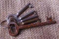 Mazzo di vecchie chiavi Immagini Stock