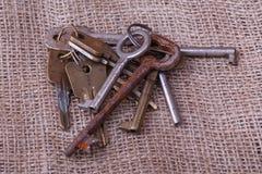 Mazzo di vecchie chiavi Immagini Stock Libere da Diritti