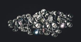 Mazzo di vecchie puntine da disegno Fotografie Stock Libere da Diritti