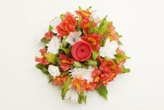 Mazzo disposizione di Astromeria di alstromeria dei fiori di bella isolato Fotografia Stock