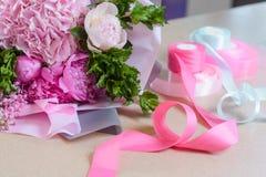 Mazzo e nastri rosa-chiaro immagine stock libera da diritti