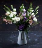 Mazzo elegante dei fiori Fotografia Stock