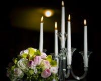 Mazzo floreale e candele Fotografia Stock Libera da Diritti