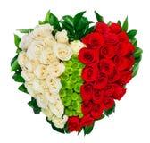 Mazzo a forma di del cuore delle rose rosse fotografia stock libera da diritti