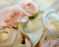Mazzo nuziale bianco e delicatamente di rosa con la calla fotografia stock libera da diritti