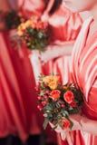 Mazzo nuziale dei fiori e delle spose di nozze Fotografie Stock Libere da Diritti