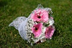 Mazzo nuziale di nozze sul prato inglese Immagini Stock
