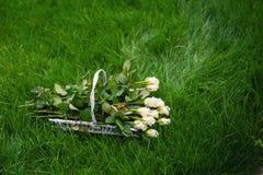 Mazzo nuziale sulla natura dei wildflowers Fotografia Stock
